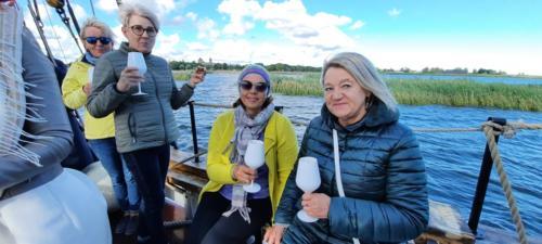 Veiniklubi üritus purjelaeval
