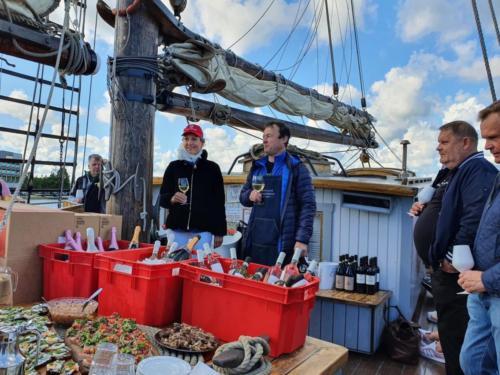 Veiniklubi üritus purjelaeval (2)